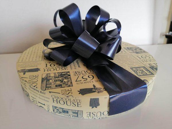 30 1657 Chocolate box